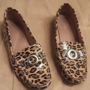 Womans leopard naturalizers shoes